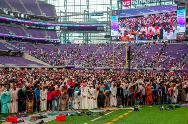Muslims celebrate 'Super Eid' at US Bank Football Stadium